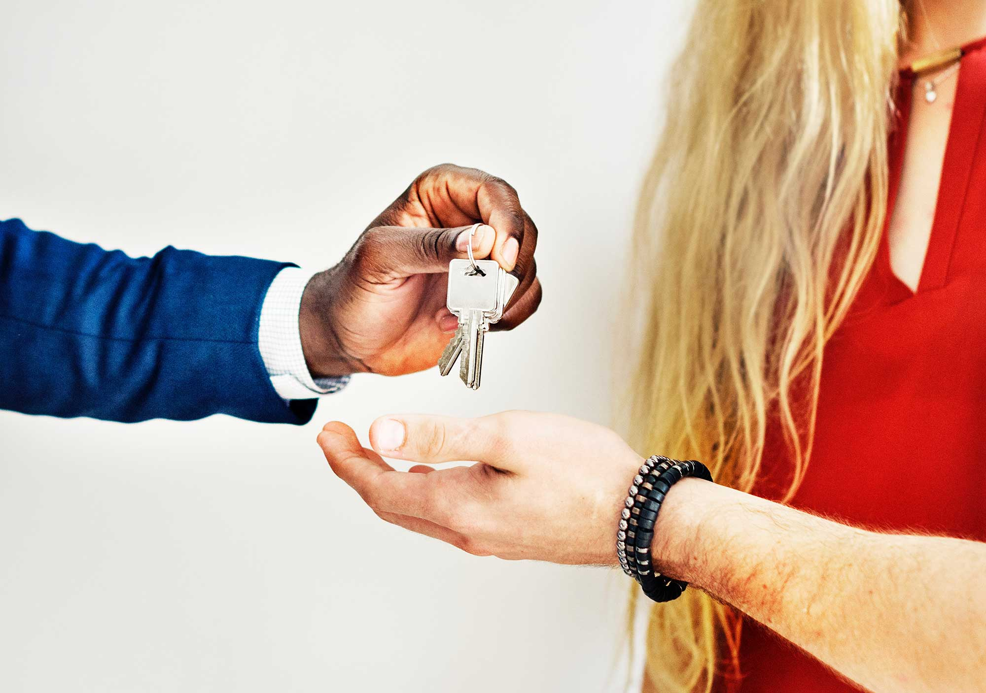 https://www.pexels.com/photo/person-handing-keys-1368687/